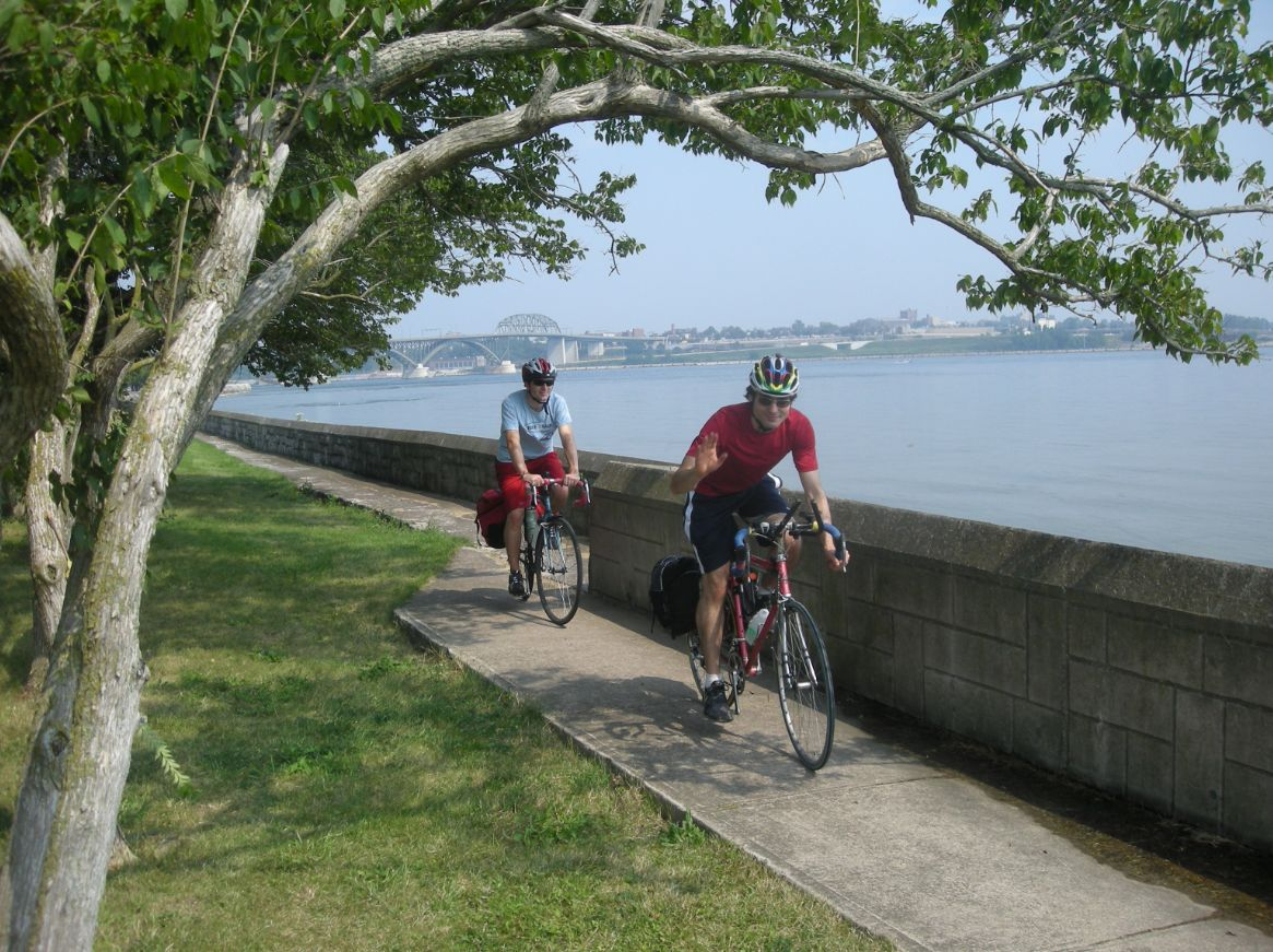 Biking Niagara River no credi lorest