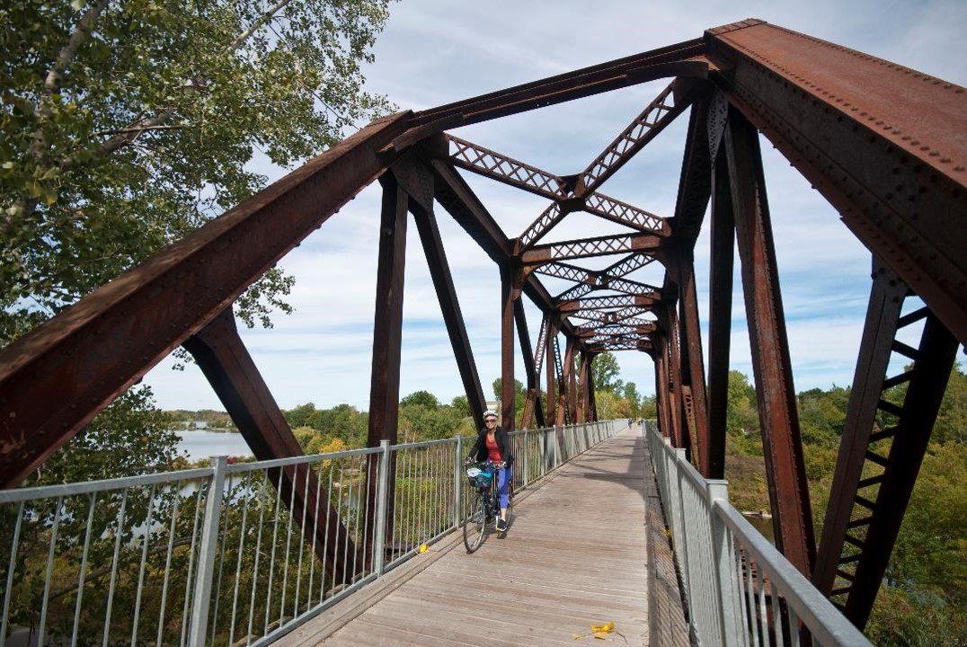 Black Bridge in Waterford OntarioByBike.ca