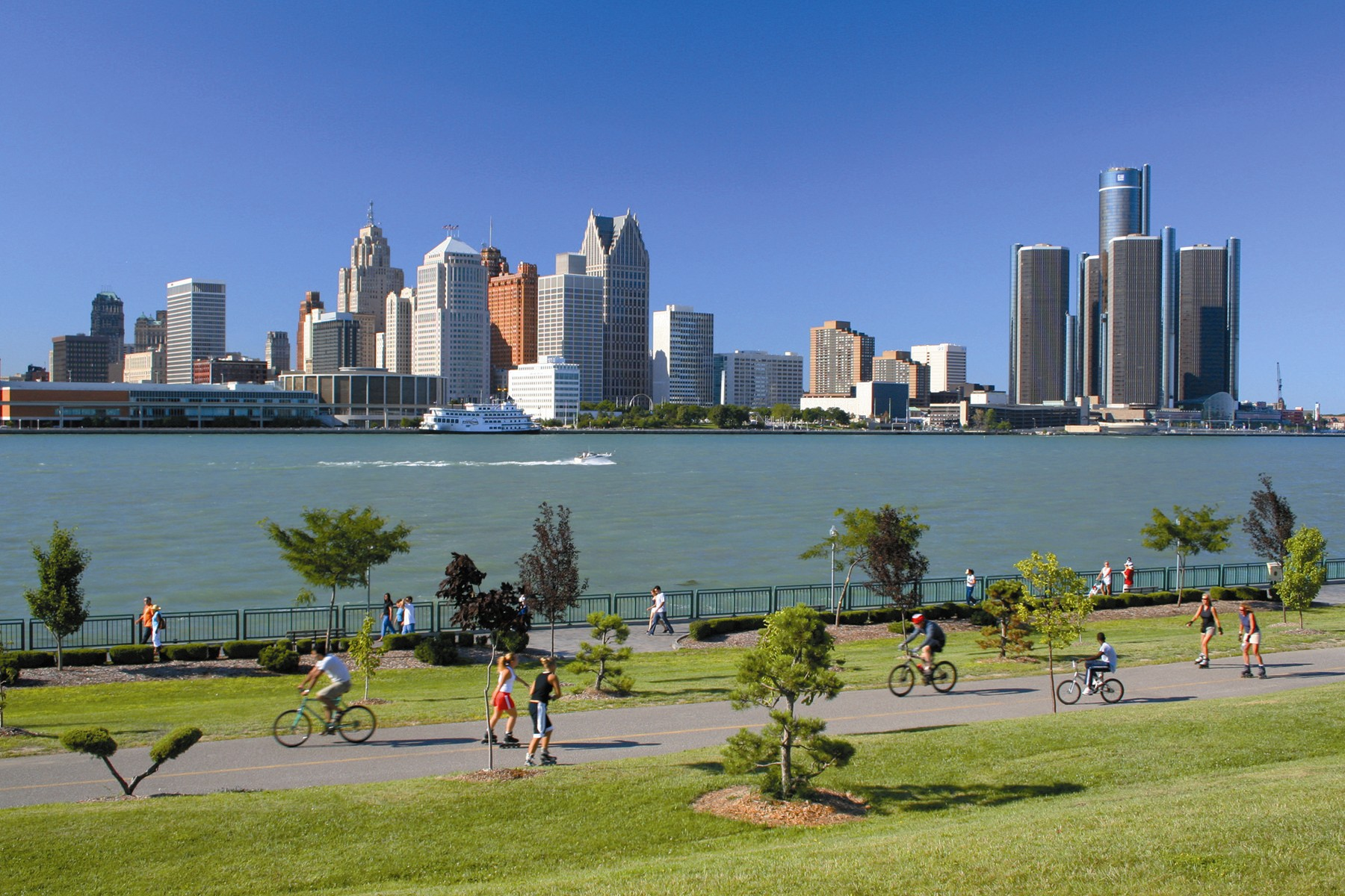 Windsor_Waterfront_Detroit_Skyline_credit_Tourism_Windsor
